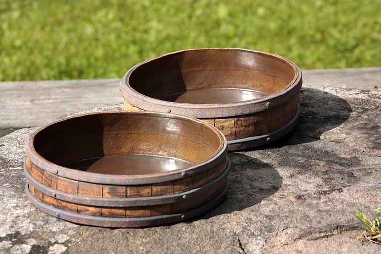 Handbyggda gratängformar i keramik av stengods.